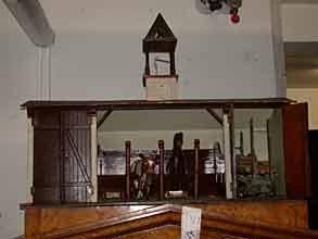 Miniatur-Stallung eines Gutshofes