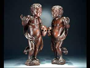 Paar geschnitzte und dunkel gebeizte Puttenfiguren