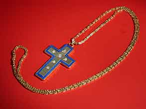 Rosenkreuzanhänger an Königskette