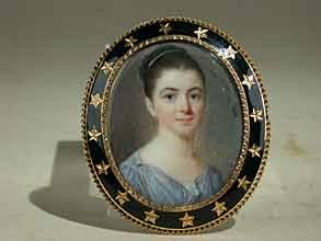 Ovales Miniaturportrait einer Dame im hellblauen Empirekleid und hochgesteckter Frisur.