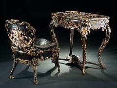 Seltenes, mit Leder bezogenes Ensemble eines Toilette-Tisches mit Sessel