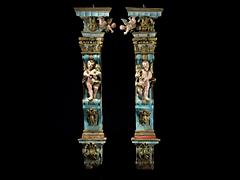 Paar figürlich beschnitzte Wandpilaster