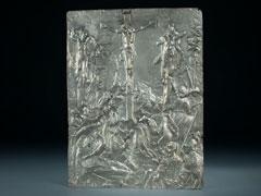 Silber-Relief mit Kreuzigungsdarstellung auf Golgatha
