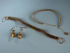 Biedermeier-Haarschmuck mit Goldmontierungen
