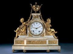 Große französische Louis XVI-Kaminuhr in Marmor mit feuervergoldeten Bronzefiguren