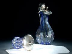 Kristallkaraffe und zugehöriger Becher mit Zinnmontierungen
