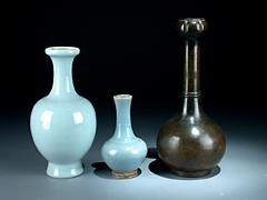 Drei chinesische Enghalsvasen