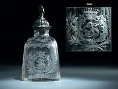 Ovale geschliffene Kristallglasflasche