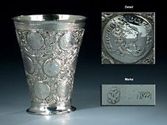 Lübecker Silberbecher mit Münzendekor