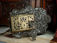Großes Rokoko-Türschloss mit Schlüssel