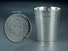 Kleiner Silber-Becher des 18. Jhdts. mit Münzboden
