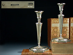 Paar Silber-Tischkerzenleuchter vergoldet (Abb. links)