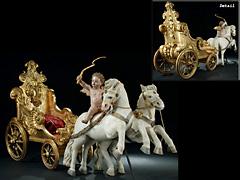 Seltene große, italienische Schnitzgruppe zweier Pferde, die einen vergoldeten Schlitten ziehen