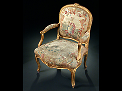 Louis XV-Armlehnsessel mit Gobelinbezug
