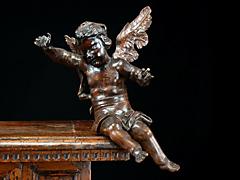 Geschnitzter Altarengel