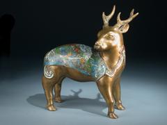 Bronze-Reh mit Champlevé-Dekor
