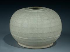 Kugelförmige Vase