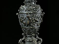 Detail images: Außergewöhnlich große Bronzeleuchter