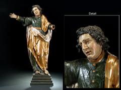 Große Skulptur eines Heiligen