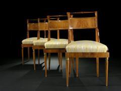 Vier russische Stühle