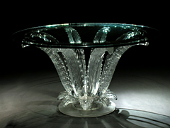 Qualitätvoller Glastisch von Lalique (Abb. rechts)