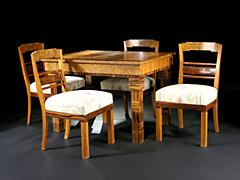Art Déco-Tisch und vier Stühle