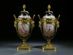 Paar Sèvres-Kaminvasen