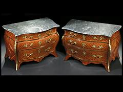 Bedeutendes Kommoden-Paar von Abraham Roentgen, 1711 - 1793