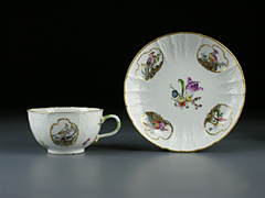 Detail images: Meissener Tasse und Untertasse (Abb. links)