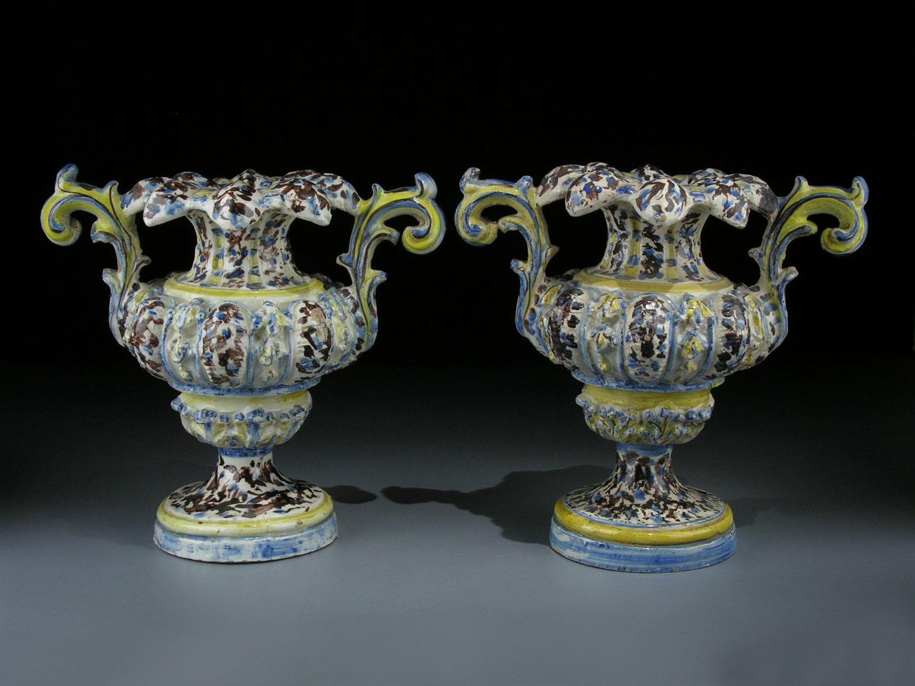 Paar Fayence-Vasen