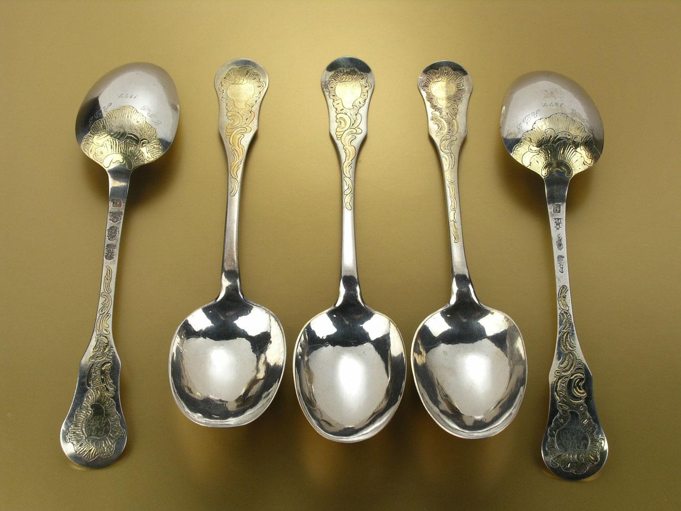 Fünf Silberlöffel