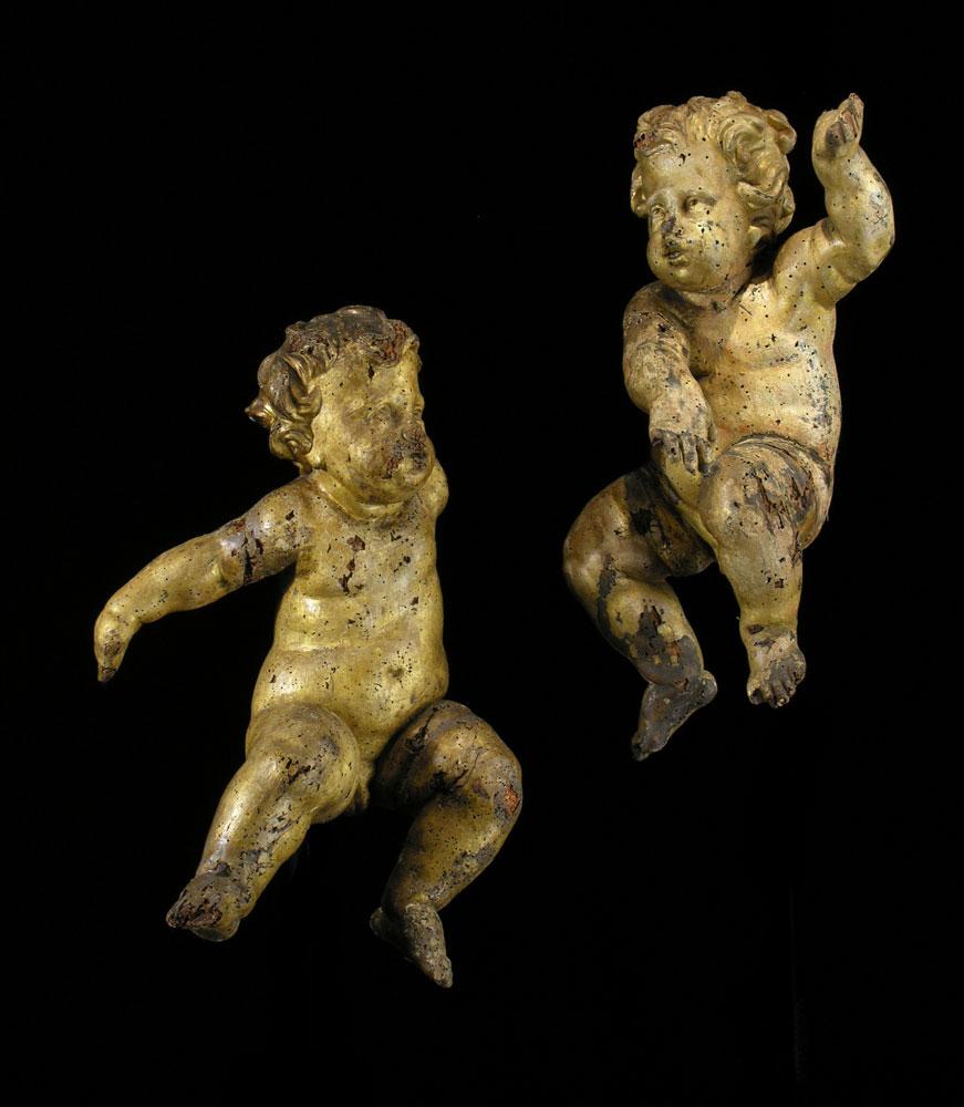 Paar geschnitzte und gefasste Puttenfiguren