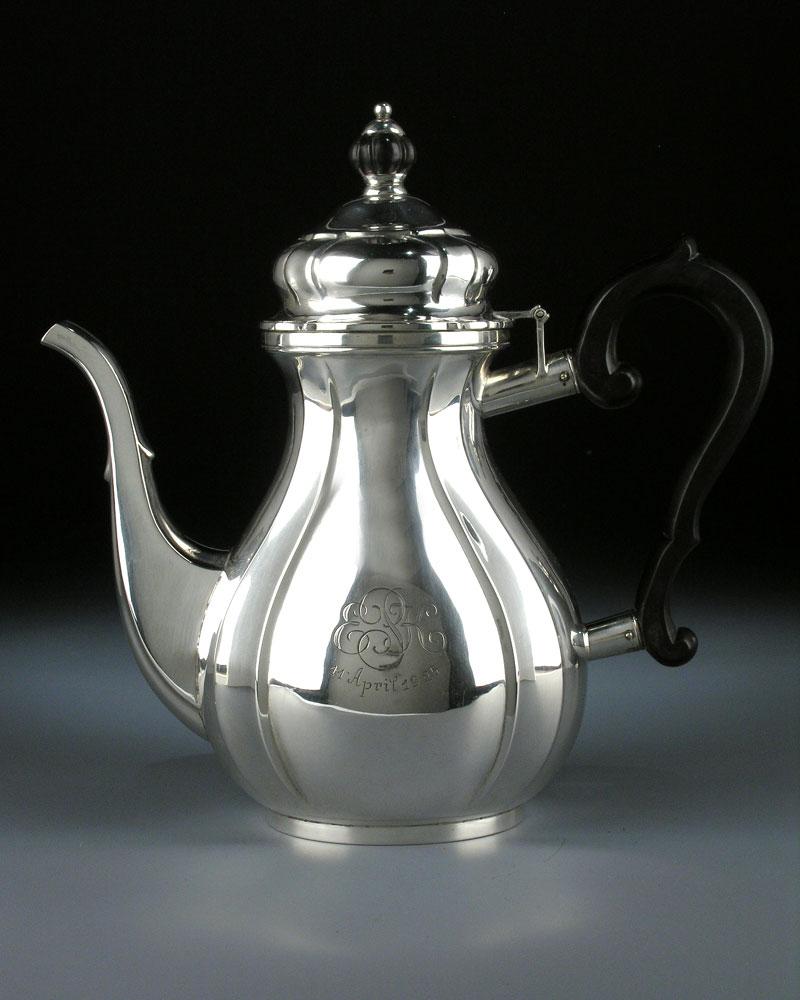 Silberne Kaffeekanne in barocker Form