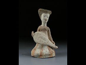 Detail images:  Sitzende Musikantin der Tang-Dynastie