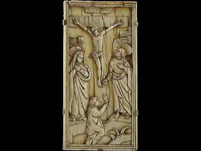 Detail images:  Elfenbeinrelief mit Darstellung Christi am Kreuz
