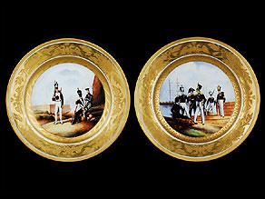 Detail images:  Paar Porzellanteller mit russischen Militärs.