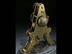 Detail images: Skelettierte Kaminuhr