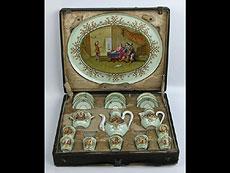Detail images: Für den russischen Markt hergestelltes Service in einem ausstaffierten Kasten.