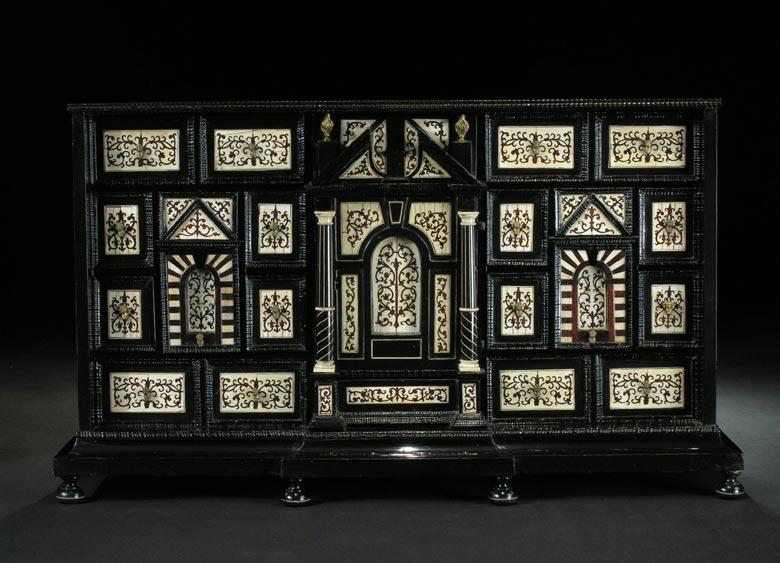 Kabinettschrank mit Elfenbeinintarsien des 17. Jahrhunderts