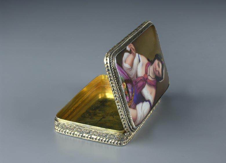 Silberdose mit Porzellangemälde