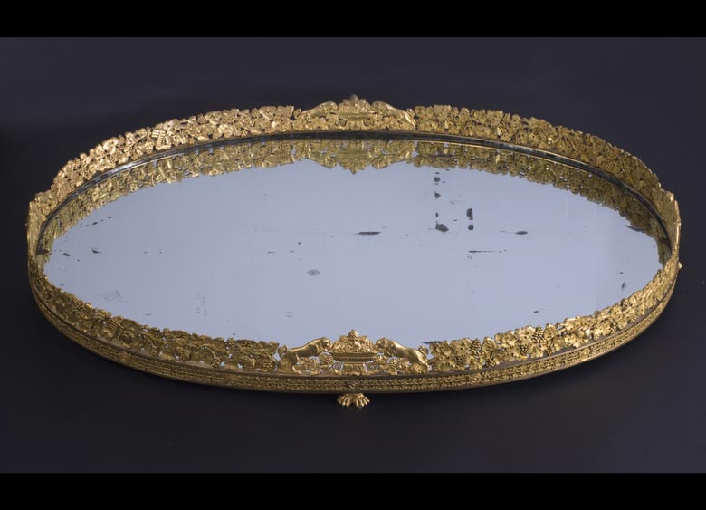 Großes höfisches Tafelaufsatztablett in feuervergoldeter Bronze der Zeit Napoleons