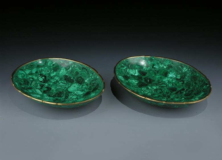 Paar ovale Bronzeschalen mit Malachitauflage