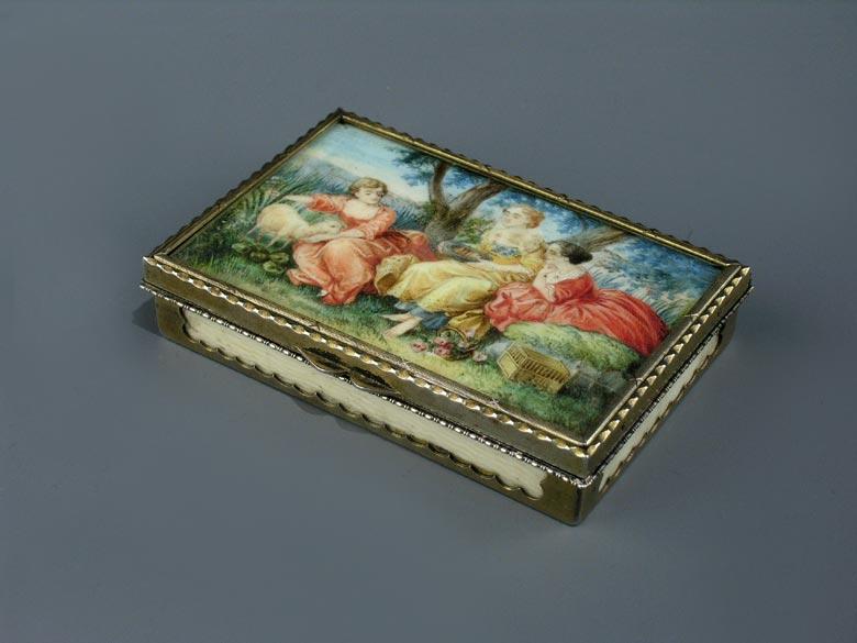 Silber gefaßte Elfenbeindose mit Miniaturmalerei im Deckel