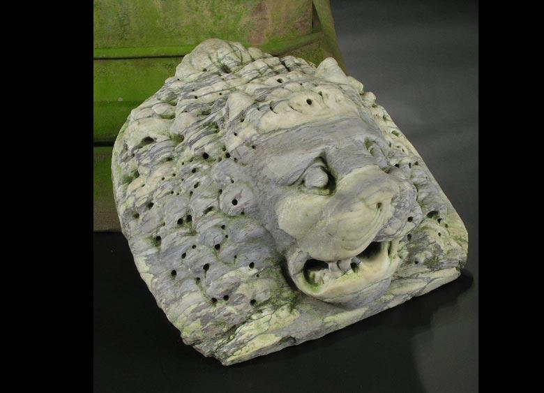 Marmor-Löwenkopf als Wasserspeier