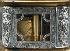 Detail images: SECHSECKIGE WAAGRECHTE TISCHUHR VON PETRUS KRENCKEL EICHSTÄTT.