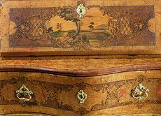 Detailabbildung: Reich dekorierter Rokoko-Tabernakelsekretär des 18. Jahrhunderts