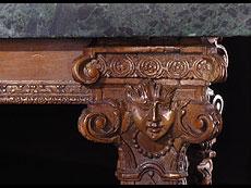 Detail images: Großer italienischer Salontisch in Nussholz mit Marmorplatte