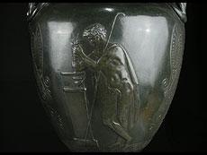 Detail images: Paar große Metallvasen auf Marmorsockeln