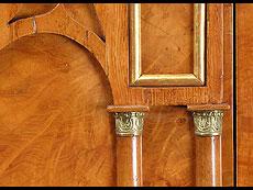 Detail images: Russische Pfeilerkommode der Neogotik mit hohem Pfeilerspiegel