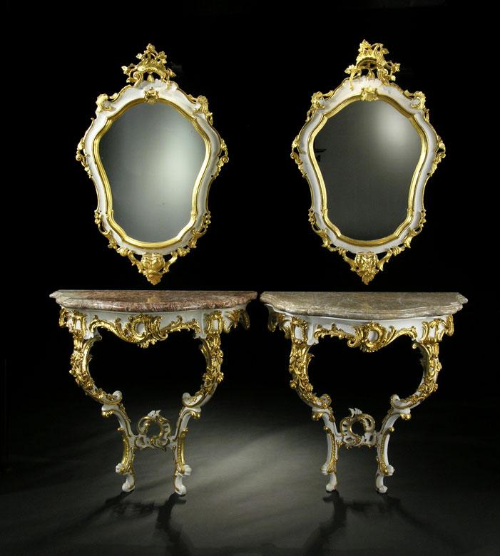 Paar Rokoko-Wandspiegel mit zugehörigen Spiegeln